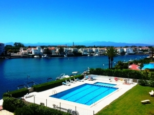 ref 113. Cozy apartament with pool in Empuriabrava