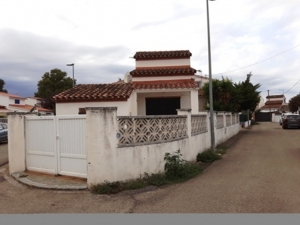 Ref 04. Detached house with garden in Empuriabrava.